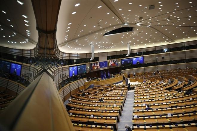 Châu Âu bỏ phiếu đóng băng thỏa thuận đầu tư với Trung Quốc
