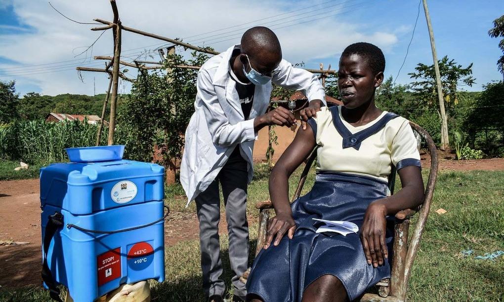 Thách thức với hành trình kiến tạo công bằng vaccine