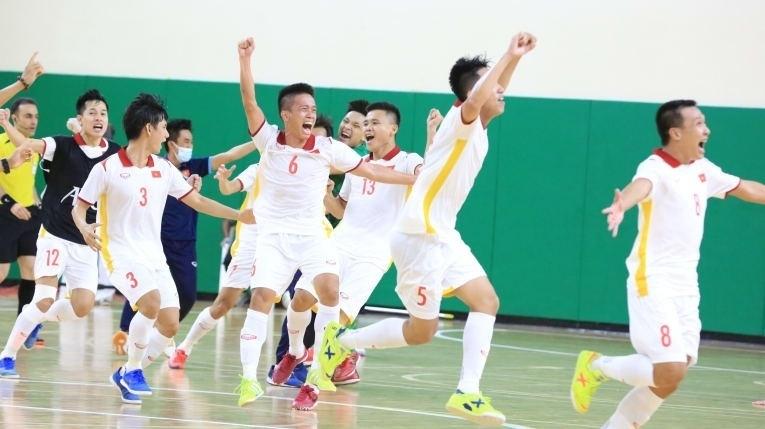 Tuyển Việt Nam giành vé đến World Cup futsal: Chiến thắng của đẳng cấp  - 2