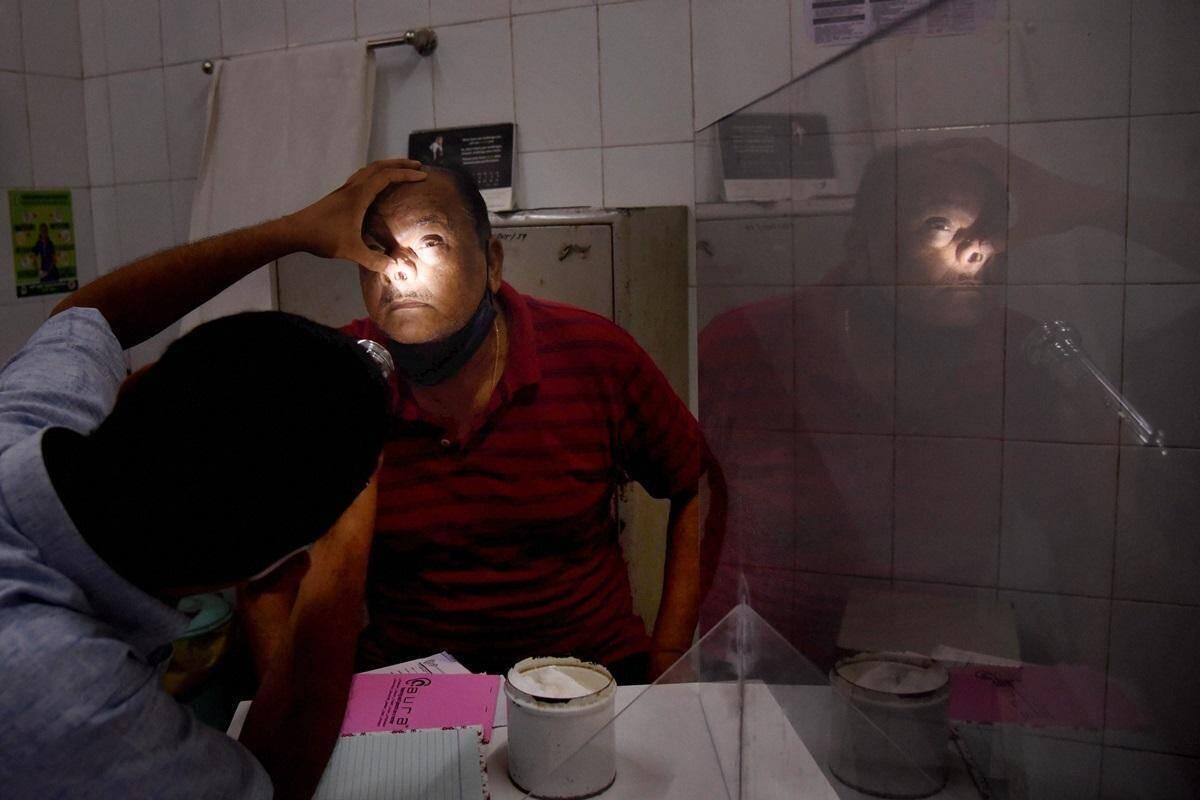 Hết nấm đen và nấm trắng, Ấn Độ lại phải vật lộn chống bệnh nấm vàng