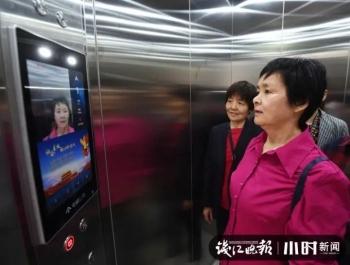 Trung Quốc lắp thang máy thông minh, thu tiền như đi xe buýt