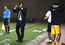 Chuyện sa thải huấn luyện viên và lá phiếu tín nhiệm của cầu thủ Việt