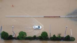 Trung Quốc chịu lũ lụt nặng nề sau nhiều tuần mưa lớn
