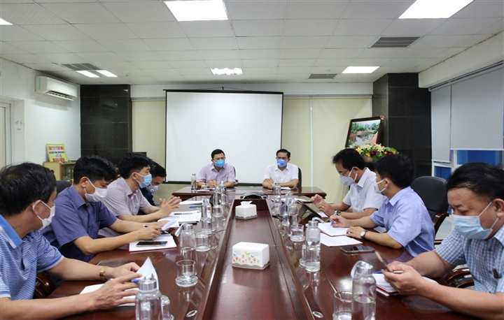 Hà Tĩnh họp khẩn sau khi phát hiện 2 vợ chồng dương tính SARS-Cov-2