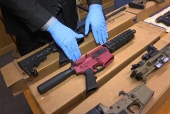 """""""Dòng sông sắt"""" - Trần trụi nạn buôn lậu súng đạn từ Mỹ sang Mexico"""