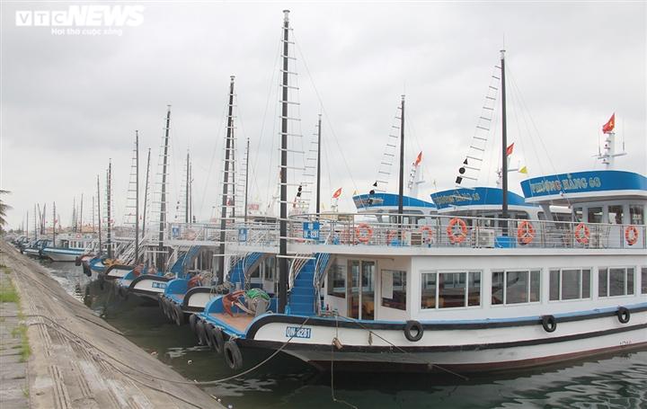 Chủ tàu du lịch Hạ Long kiệt quệ, sốc tâm lý nặng, vay tiền khắp họ hàng
