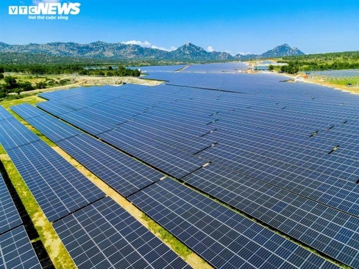 'Đổ' tiền làm điện mặt trời rồi thừa điện: Doanh nghiệp cắn răng giảm công suất - 3
