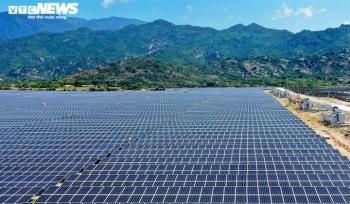 """'Đổ"""" tiền làm điện mặt trời rồi thừa điện: Doanh nghiệp cắn răng giảm công suất"""