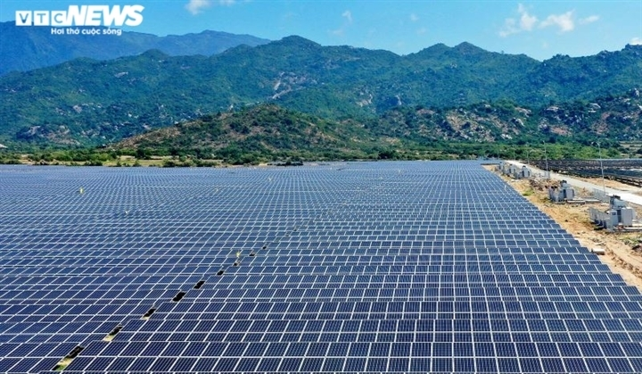 'Đổ' tiền làm điện mặt trời rồi thừa điện: Doanh nghiệp cắn răng giảm công suất - 1