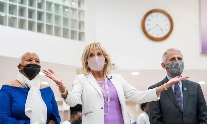 Đệ nhất phu nhân Mỹ nỗ lực đập tan kỳ thị vaccine Covid-19