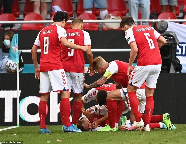 Nước mắt EURO: Đau xót cảnh Eriksen đột quỵ, làng bóng đá hồi hộp nguyện cầu - 1