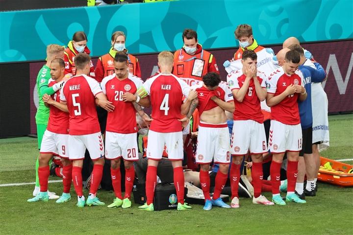 Nước mắt EURO: Đau xót cảnh Eriksen đột quỵ, làng bóng đá hồi hộp nguyện cầu - 4