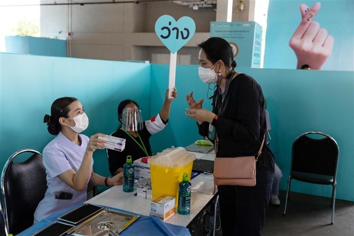 Đông Nam Á tăng tốc tiêm vaccine phòng COVID-19 - 3
