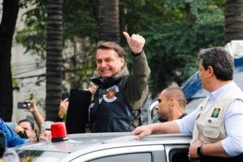 Không đeo khẩu trang phòng COVID-19, Tổng thống Brazil bị phạt tiền