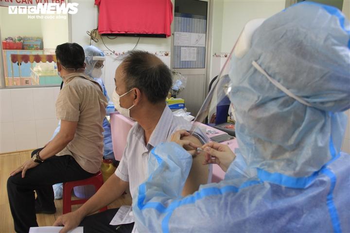 Chiến dịch tiêm vaccine lịch sử ở TP.HCM: Sợ không được tiêm hơn sợ tác dụng phụ - 9