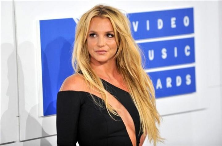 Bạn trai cũ của Britney Spears: Bố cô ấy vô dụng, chỉ kiếm tiền từ con gái - 2