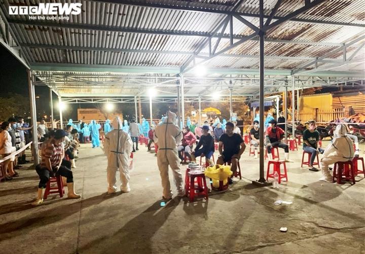 Liên quan ca COVID-19, Đà Nẵng xét nghiệm hơn 1.000 người cảng cá Thọ Quang - 2