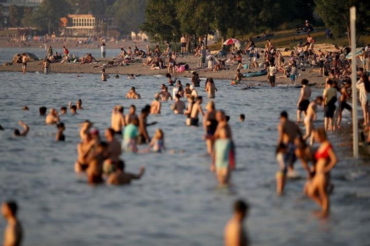 Nắng nóng kỷ lục nhấn chìm Canada, gần 70 người chết  - 1