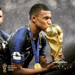 cau thu tre hay nhat world cup tang tien cho quy tu thien