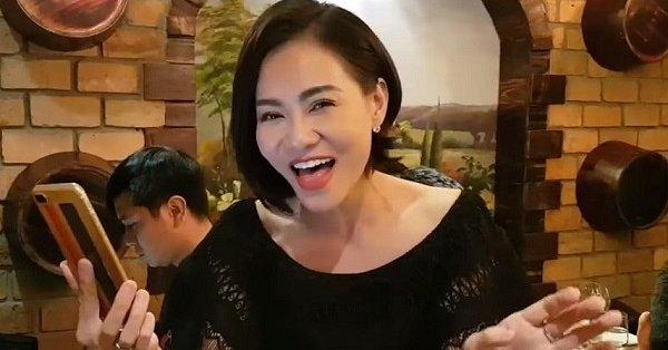 khong chi chuc mung dinh hon thu minh con danh tang dong nhi ong cao thang mon qua dac biet