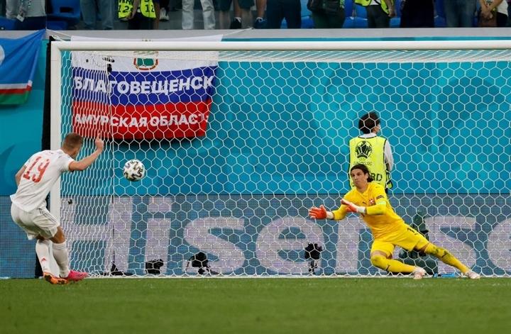 EURO 2020: Ám ảnh phản lưới, phạt đền lên tầm cao mới - 1