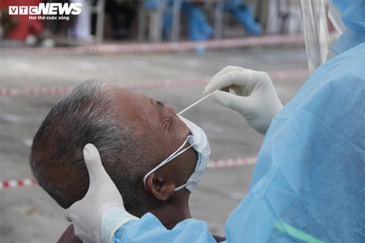 Test nhanh phát hiện nhiều người dương tính SARS-CoV-2, TP.HCM ra văn bản khẩn - 1