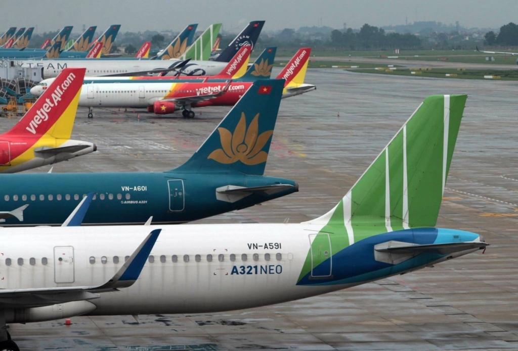 Hàng không dừng đường bay, giảm khách chống dịch ra sao?