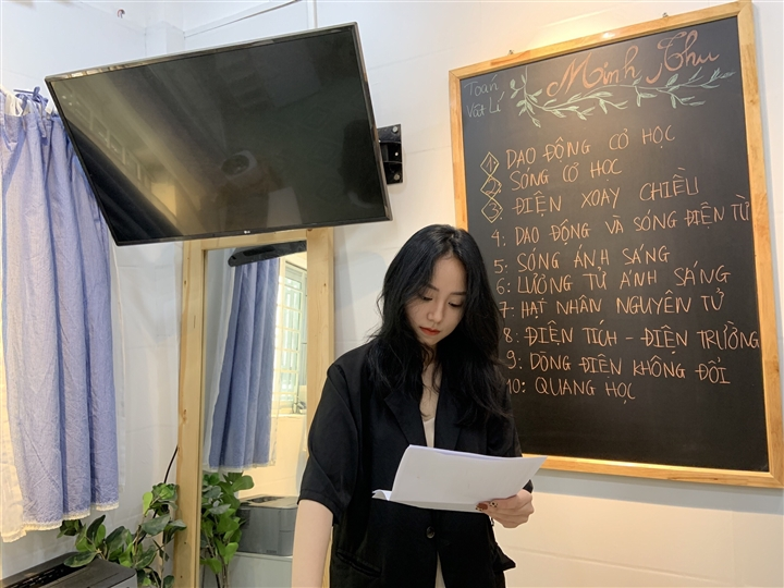 Cô giáo 9X dạy Vật lý 'nổi như cồn' sau livestream đạt 1,6 triệu người xem - 1