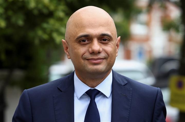 Bộ trưởng Y tế Anh xin lỗi vì kêu gọi dân học cách sống chung với COVID-19