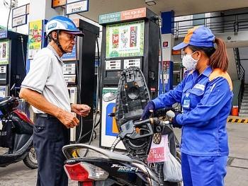 Giá xăng giảm sâu lần đầu sau 3 tháng