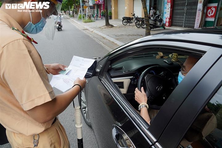 Ảnh: Người ra đường không lý do vội vàng quay đầu xe né chốt kiểm soát ở Hà Nội - 11