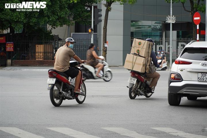 Ảnh: Người ra đường không lý do vội vàng quay đầu xe né chốt kiểm soát ở Hà Nội - 12