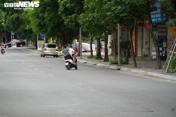Ảnh: Người ra đường không lý do vội vàng quay đầu xe né chốt kiểm soát ở Hà Nội - 6