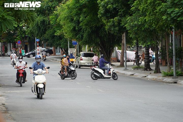Ảnh: Người ra đường không lý do vội vàng quay đầu xe né chốt kiểm soát ở Hà Nội - 7