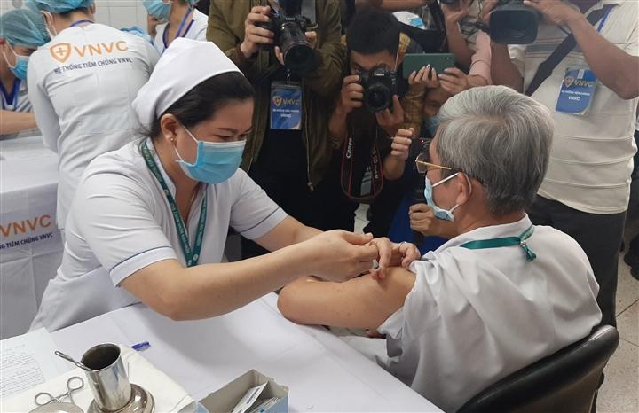 Phấn đấu tới cuối tháng 8, 70% người dân TP.HCM được tiêm vaccine COVID-19