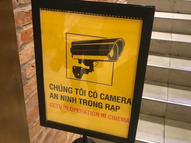 cgv dat bien bao co camera trong rap sau vu anh nong tren ghe sweetbox