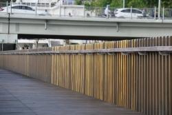 Cầu đi bộ siêu sang ven sông Hương lại vấp