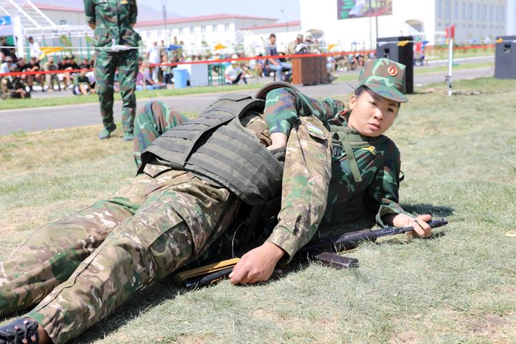 nu quan y viet nam cong thuong binh nang 80 kg
