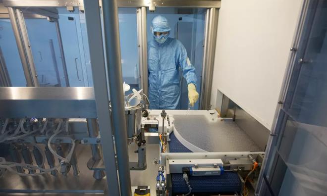 Ảnh: Bên trong nhà máy sản xuất vaccine COVID-19 đầu tiên của Nga - 9
