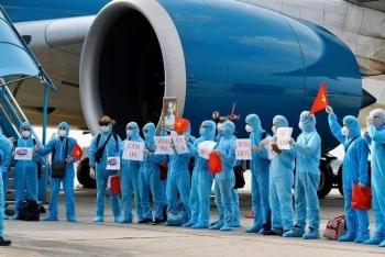 Chuyến bay đặc biệt với hơn nửa hành khách nghi nhiễm Covid-19
