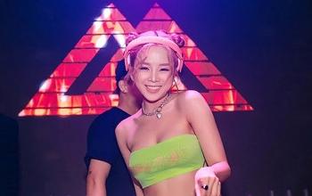 Nữ DJ nóng bỏng gây sốt tại