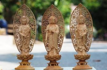 Bồ-tát Quán Âm đứng bên tay nào của Phật A Di Đà?