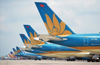 Quan điểm trái chiều về việc mở lại đường bay quốc tế