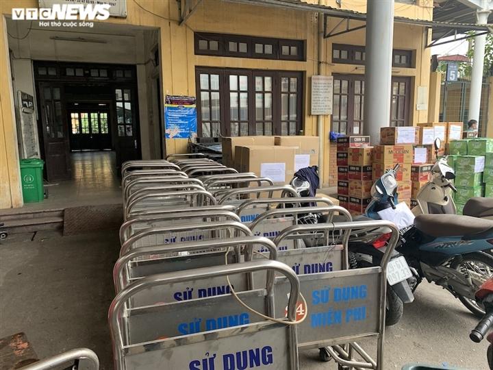Ảnh: Dịch vụ trong ga tàu Hà Nội 'đóng băng', chết đứng giữa mùa dịch - 7