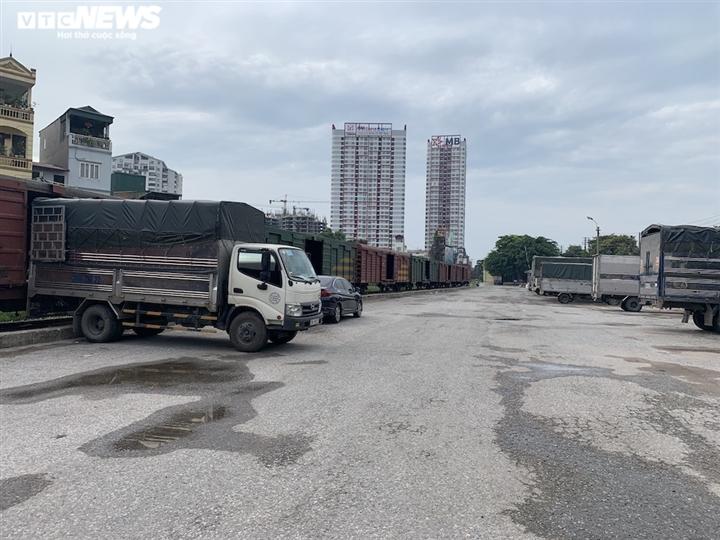 Ảnh: Dịch vụ trong ga tàu Hà Nội 'đóng băng', chết đứng giữa mùa dịch - 15