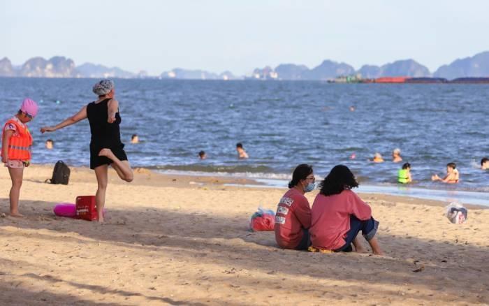 Quảng Ninh dừng các bãi tắm công cộng, dịch vụ làm đẹp từ 4/8 - 1