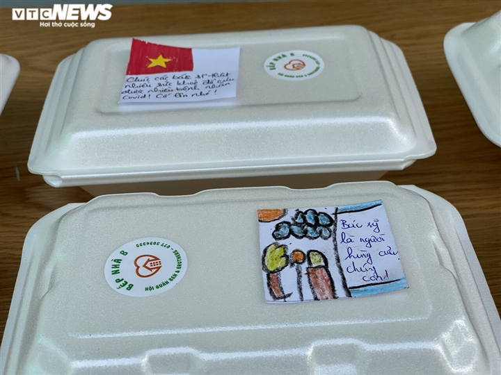 Những sticker ngộ nghĩnh kèm lời động viên trên hộp cơm gửi bác sĩ chống dịch - 10