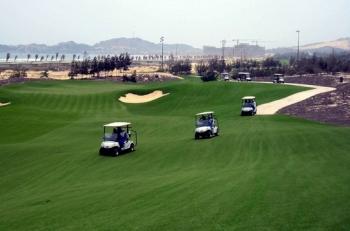 Đang chống dịch, cán bộ đi chơi golf càng phải xử nghiêm