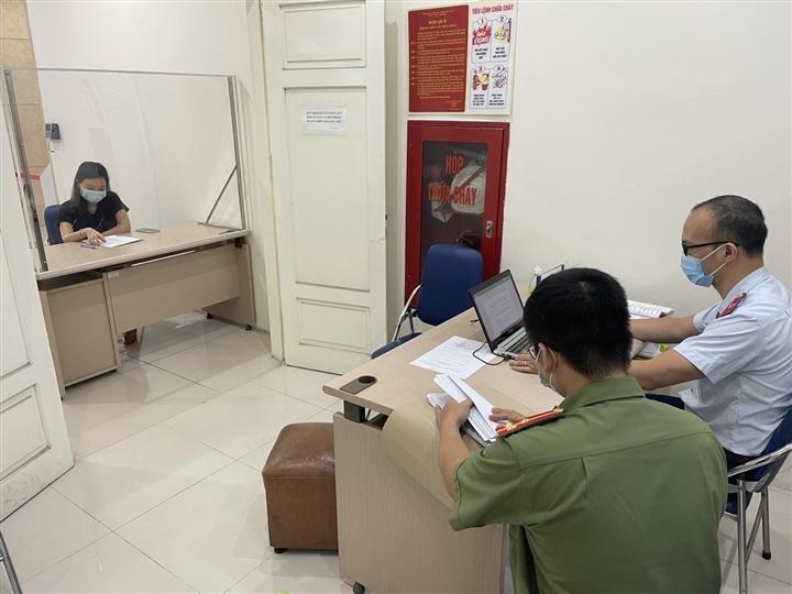 Tung tin thất thiệt 'Hà Nội có 3.000 chốt', một phụ nữ bị phạt 12,5 triệu đồng - 1