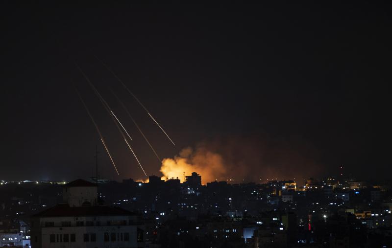 Israel tấn công Hamas sau vụ thả khí cầu mang chất gây cháy qua biên giới  -0